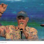 74歳で世界ツアーを続けるマイク・ラブの活力の源